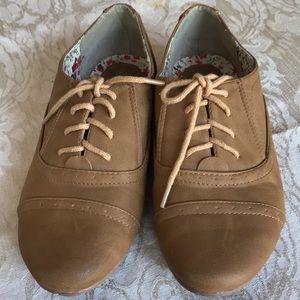 Nature breeze light brown ladies pair shoes 6 1/2